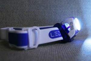Sitzt gut auf dem Läuferkopf, ist aber kein Leichtgewicht: SEO R7 von Led Lenser