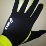 Warme Finger: Asics Basic Glove - Bild: Alex Rudolph