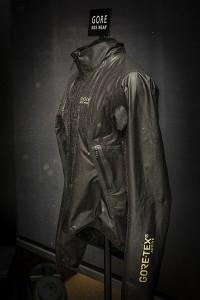 Absolut wasserabweisend und dabei extrem stylish: One Gore-Tex Active Run Jacke - Foto: (c) Gore