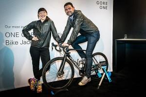 Die Gore Running-Jacke macht auf auf dem Bike eine ganz gute Figur. - Foto: (c) Gore