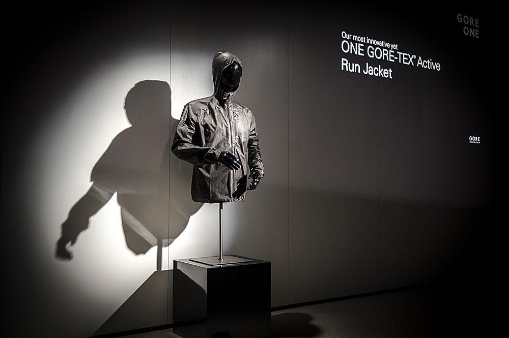Die neue One Gore-Tex Active Running Jacke bei der Präsentation in der Gore-Zentrale - Foto: (c) Gore