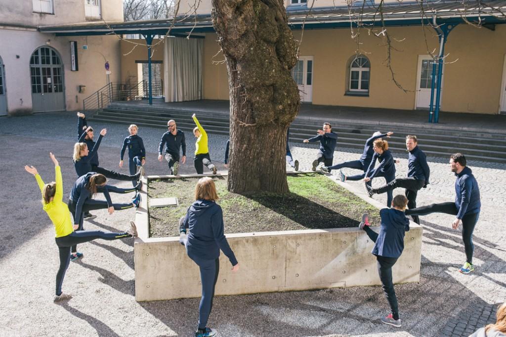 Finales Stretching im Innenhof der Praterinsel - Foto: © Hannes Rohrer