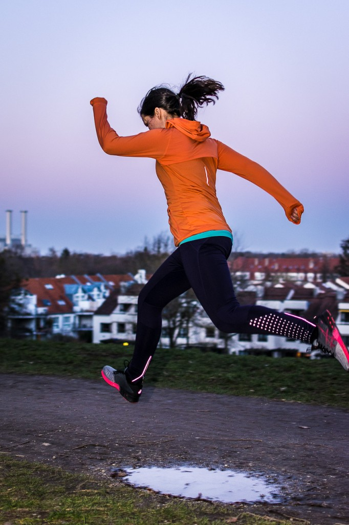 Sprung in den Klamottenhimmel: Anne im Hoodie und den Schuhen der fuzeX-Kollektion - Foto: Privat