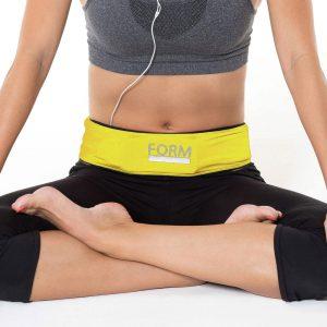 Die flippigere gelbe Variante des Formbelt macht auch beim Yoga eine gute Figur - Foto: Hersteller