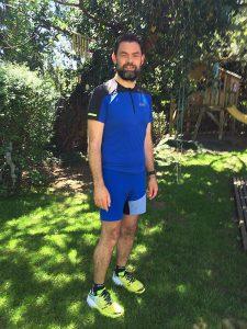 Blau/Schwarz in den Frühling: Fusion Zip Shirt und 2in1 Shorts von Gore Running Wear - Bild: Alex Rudolph