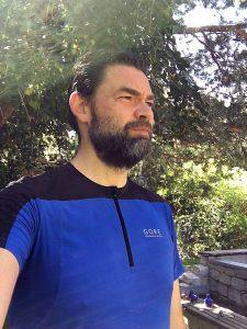 Top-Outfit für heiße Tage: Fusion Zip Shirt in Blau/Schwarz von Gore Running Wear - Bild: Alex Rudolph