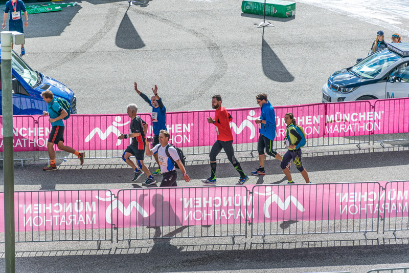 Auf der Zielgeraden im Olympiastadion... - Foto: Alex Funk