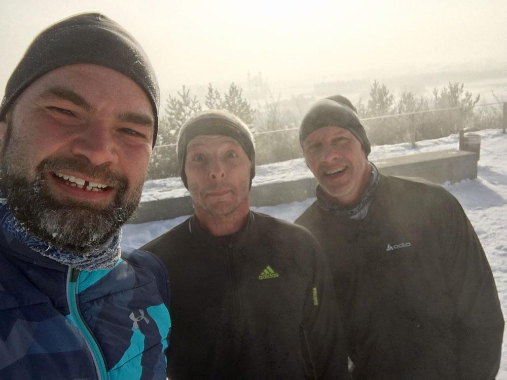 Die Drei mit der Laufmasche: Wie der gefrorene Bart zeigt, war es an diesem Sonntag im Riemer Park zu München ordentlich kalt.